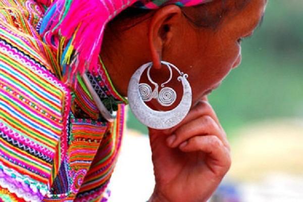 Câu chuyện kỳ lạ về đôi khuyên tai có '1-0-2' của người Vân Kiều - ảnh 1