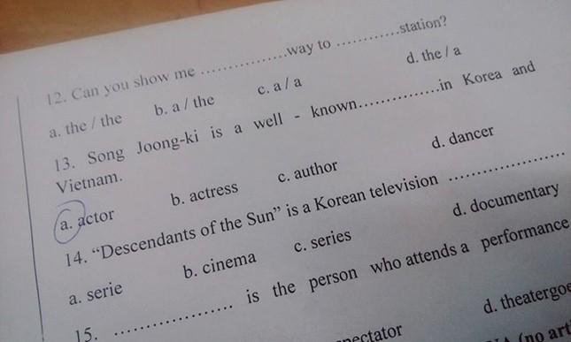 'Hậu duệ mặt trời' và Song Joong-ki vào đề kiểm tra tiếng Anh - ảnh 1