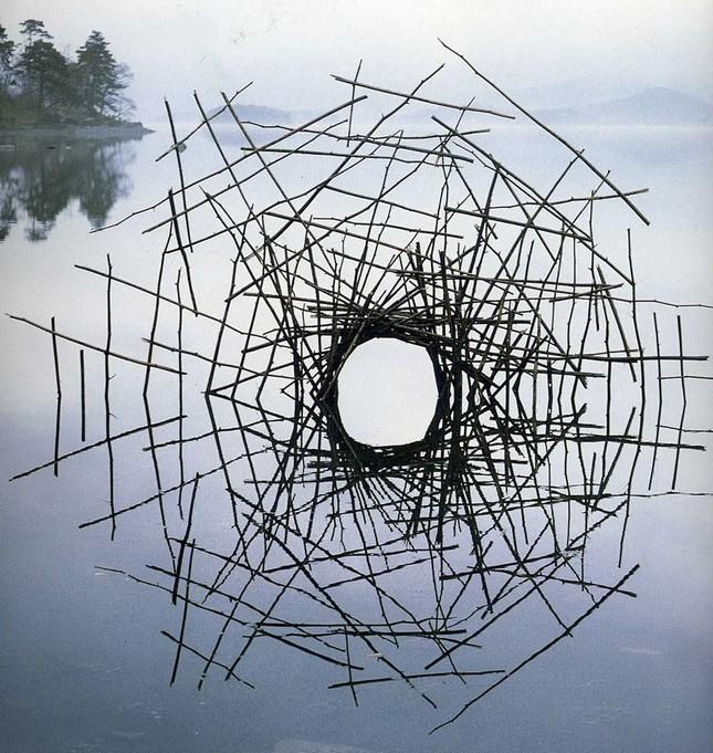 Biến hóa nghệ thuật từ gậy và đá của nhà điêu khắc người Anh - ảnh 10