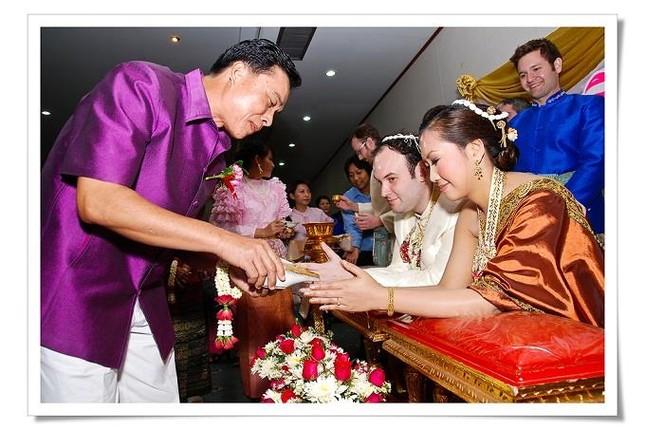 Những tục lệ tổ chức lễ cưới khiến bạn 'ngã ngửa' ở Thái Lan - ảnh 1