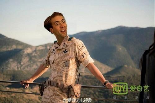 Cười 'nghiêng ngả' với loạt ảnh chế 'Hậu duệ mặt trời' - ảnh 2