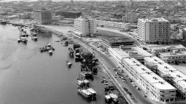 Bộ ảnh Dubai 'biến hóa' thành thành phố xa xỉ sau 60 năm - ảnh 11