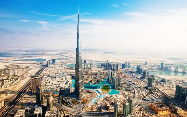 Bộ ảnh Dubai 'biến hóa' thành thành phố xa xỉ sau 60 năm - ảnh 2