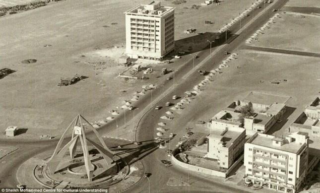 Bộ ảnh Dubai 'biến hóa' thành thành phố xa xỉ sau 60 năm - ảnh 15