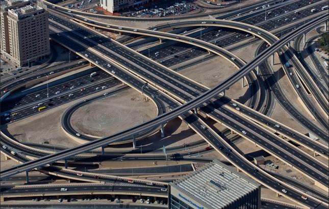Bộ ảnh Dubai 'biến hóa' thành thành phố xa xỉ sau 60 năm - ảnh 4