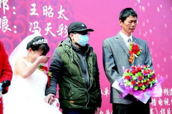 Nghẹn ngào chuyện chàng trai ung thư  tổ chức đám cưới cho mẹ - ảnh 2