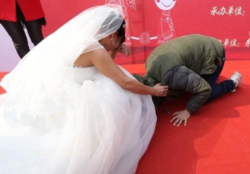 Nghẹn ngào chuyện chàng trai ung thư  tổ chức đám cưới cho mẹ - ảnh 4