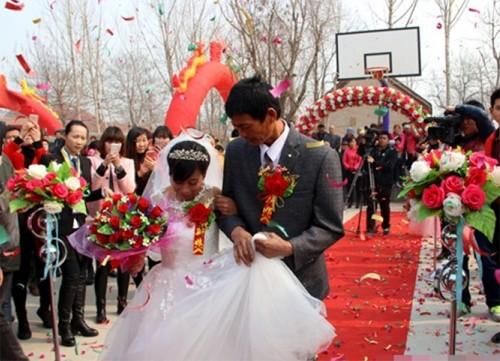 Nghẹn ngào chuyện chàng trai ung thư  tổ chức đám cưới cho mẹ - ảnh 5