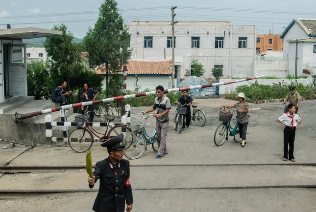 Triều Tiên qua những bức ảnh 'chụp lén' bằng điện thoại - ảnh 14