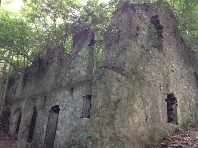 Khám phá dấu tích khu resort đồ sộ do người Pháp để lại ở Ba Vì - ảnh 1
