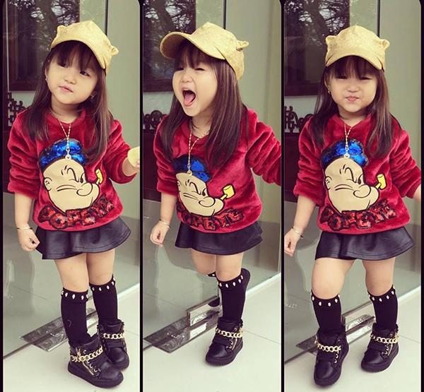 Bé gái 3 tuổi ở Tuyên Quang ăn mặc 'già trước tuổi' gây sốt mạng - ảnh 4