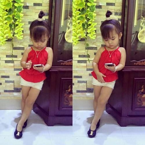 Bé gái 3 tuổi ở Tuyên Quang ăn mặc 'già trước tuổi' gây sốt mạng - ảnh 8