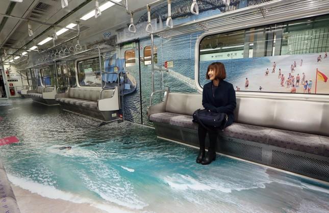 Những toa tàu điện ngầm 'không ai nỡ bước lên' ở Hàn Quốc - ảnh 2