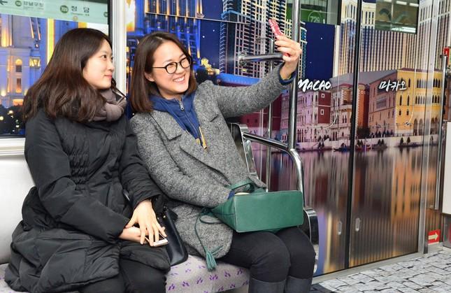Những toa tàu điện ngầm 'không ai nỡ bước lên' ở Hàn Quốc - ảnh 4