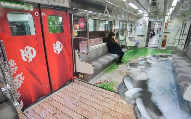 Những toa tàu điện ngầm 'không ai nỡ bước lên' ở Hàn Quốc - ảnh 5