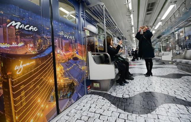 Những toa tàu điện ngầm 'không ai nỡ bước lên' ở Hàn Quốc - ảnh 6