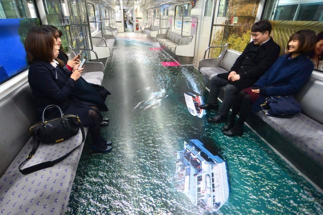 Những toa tàu điện ngầm 'không ai nỡ bước lên' ở Hàn Quốc - ảnh 7