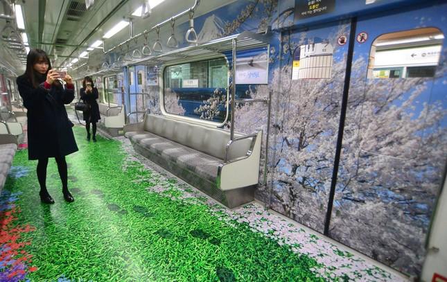 Những toa tàu điện ngầm 'không ai nỡ bước lên' ở Hàn Quốc - ảnh 8