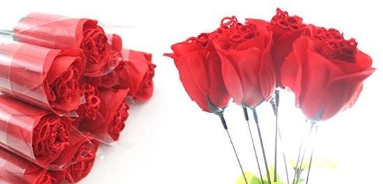 'Hoa hồng quần chíp'... cháy hàng dịp 8/3 - ảnh 1