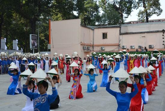 Đại sứ Kỳ Duyên, Lan Khuê vắng mặt trong Khai mạc Lễ hội áo dài - ảnh 1