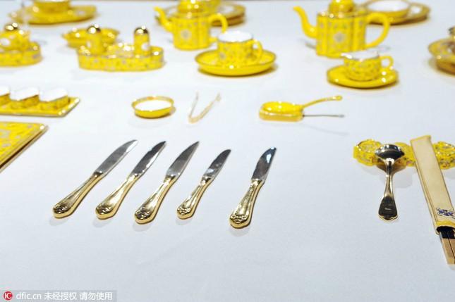 Chiêm ngưỡng bộ đồ ăn hoàng gia tinh tế dùng trong hội nghị APEC - ảnh 1
