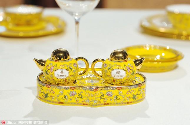 Chiêm ngưỡng bộ đồ ăn hoàng gia tinh tế dùng trong hội nghị APEC - ảnh 6