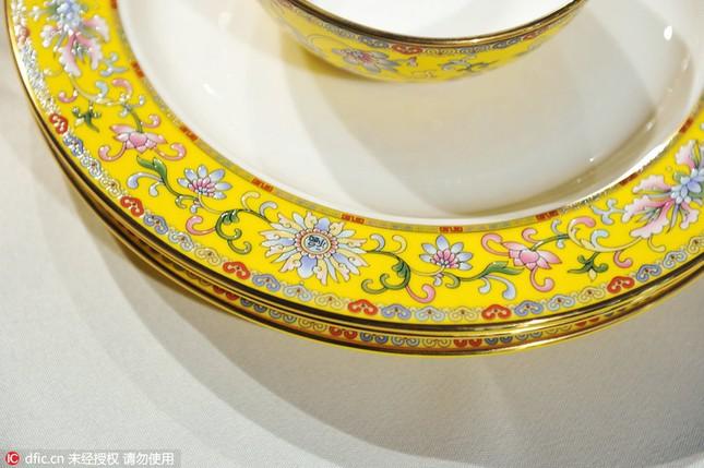 Chiêm ngưỡng bộ đồ ăn hoàng gia tinh tế dùng trong hội nghị APEC - ảnh 7