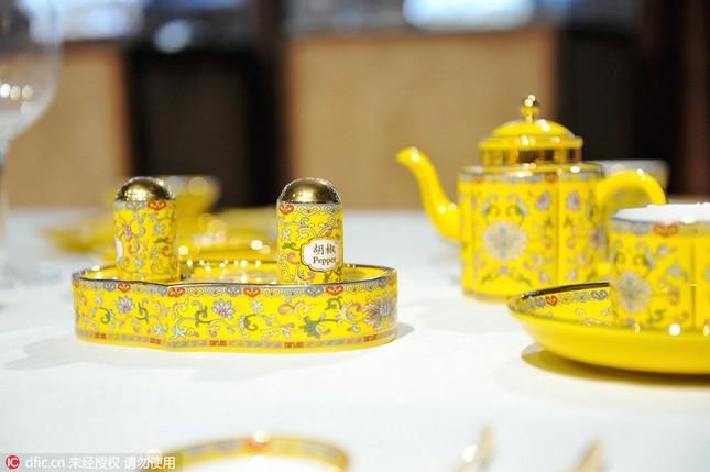 Chiêm ngưỡng bộ đồ ăn hoàng gia tinh tế dùng trong hội nghị APEC - ảnh 11