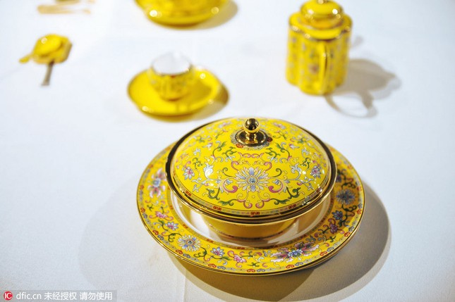 Chiêm ngưỡng bộ đồ ăn hoàng gia tinh tế dùng trong hội nghị APEC - ảnh 12
