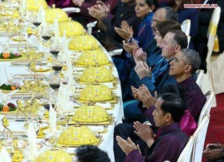 Chiêm ngưỡng bộ đồ ăn hoàng gia tinh tế dùng trong hội nghị APEC - ảnh 13
