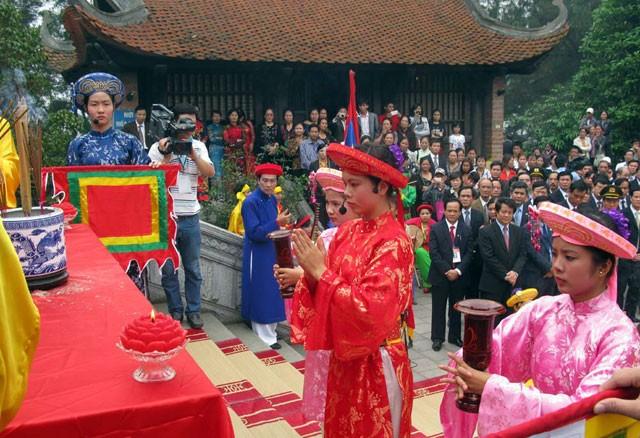 Giỗ tổ Hùng Vương: Dâng 100 lễ vật lên Quốc Mẫu Âu Cơ - ảnh 1