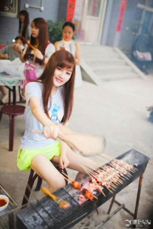 Hot girl bán thịt xiên sở hữu vẻ đẹp trong sáng như 'nữ thần' - ảnh 4