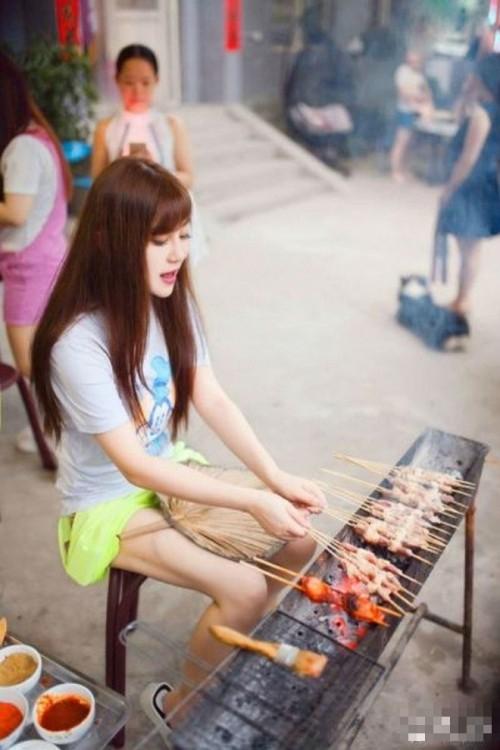 Hot girl bán thịt xiên sở hữu vẻ đẹp trong sáng như 'nữ thần' - ảnh 5