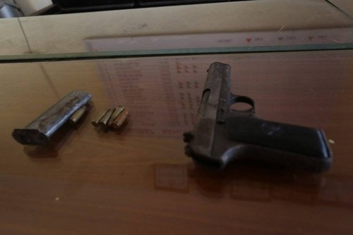 Tạm giữ hai người dân đánh chết 'cẩu tặc' nã súng vào dân - ảnh 1