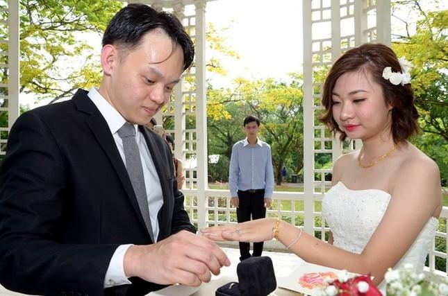 Cô dâu khóc thét với bộ ảnh cưới 3000 đô xấu tệ - ảnh 5