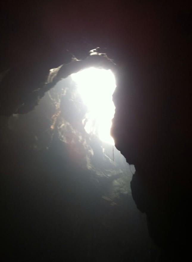 Kì bí ngôi chùa có hang chứa hài cốt lớn nhất Hà Nội - ảnh 4