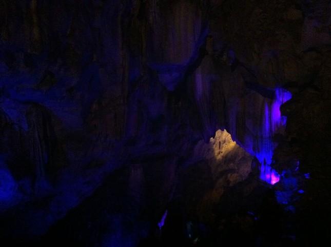 Kì bí ngôi chùa có hang chứa hài cốt lớn nhất Hà Nội - ảnh 3