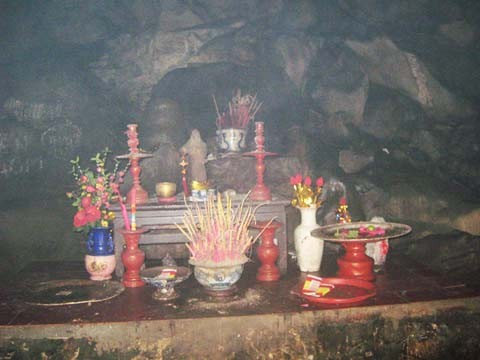 Kì bí ngôi chùa có hang chứa hài cốt lớn nhất Hà Nội - ảnh 5