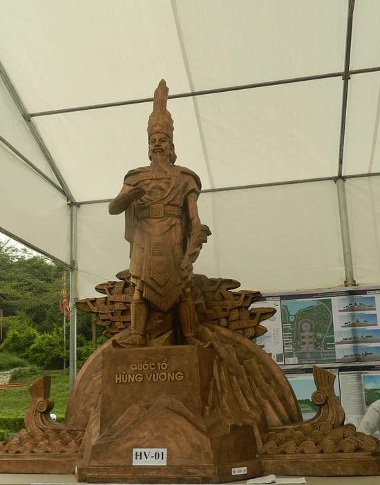 Ba mẫu phác thảo chọn làm tượng đài là vua Hùng đời thứ mấy? - ảnh 1