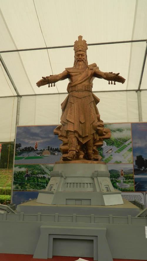 Ba mẫu phác thảo chọn làm tượng đài là vua Hùng đời thứ mấy? - ảnh 2