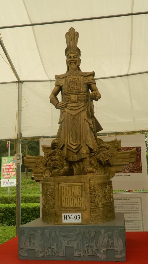 Ba mẫu phác thảo chọn làm tượng đài là vua Hùng đời thứ mấy? - ảnh 3