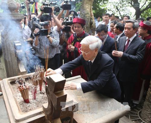 Tổng Bí thư Nguyễn Phú Trọng dâng hương tưởng niệm các Vua Hùng - ảnh 1