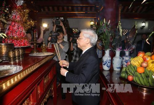 Tổng Bí thư Nguyễn Phú Trọng dâng hương tưởng niệm các Vua Hùng - ảnh 2