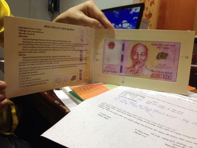"""Vừa phát hành tiền lưu niệm 100 đồng, """"chợ đen"""" đã nhan nhản? - ảnh 4"""