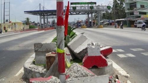 Dân phá dải phân cách ở Cần Thơ: 'Tức nước vỡ đường' - ảnh 1