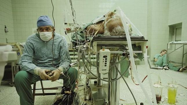 Câu chuyện sau bức ảnh y tế chấn động thế giới năm 1987 - ảnh 1