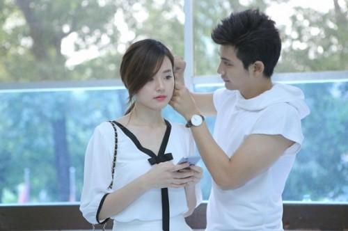 Phan Thành 'quẩy tưng bừng' thân thiết bên gái lạ trong đêm - ảnh 6