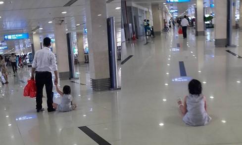 Đau lòng cảnh bé bị bạo hành mẹ thản nhiên đứng nhìn ở sân bay - ảnh 2
