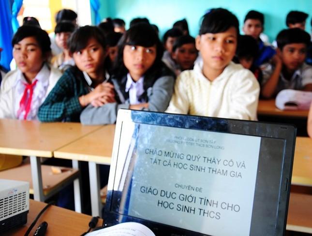 Nhiều nữ sinh cấp hai mang bụng bầu đến lớp - ảnh 2