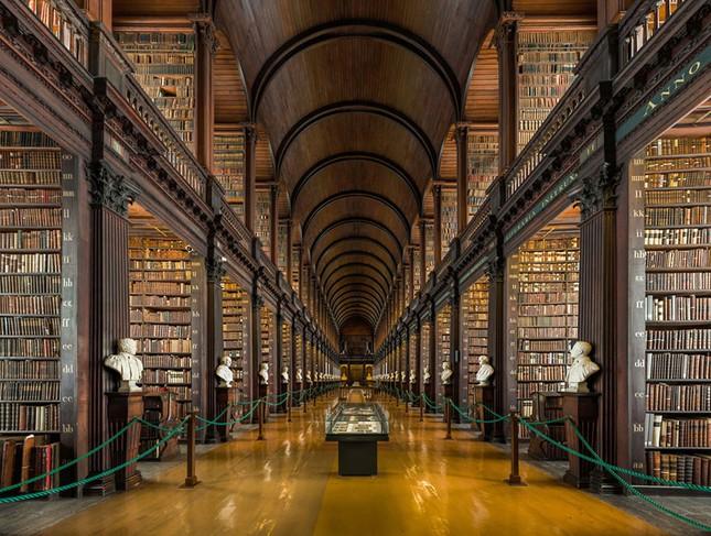 Chiêm ngưỡng thư viện cổ hơn 300 năm tuổi - ảnh 1
